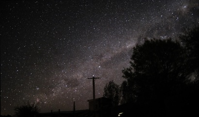 The Southern Cross sets to its lowest point in the sky